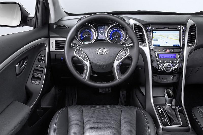 Фото салона рестайлинга Hyundai i30 2015 года